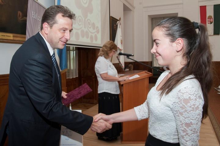 Tehetséges diákokat díjazott a Tolna Megyei Önkormányzat