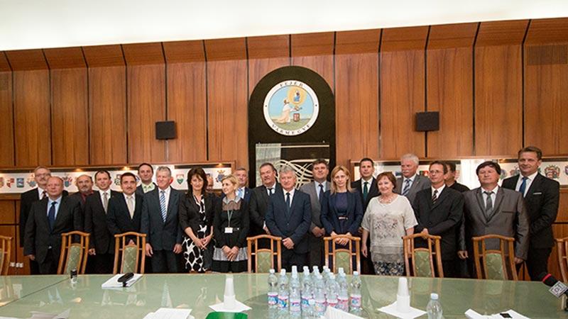 Aláírták a nyertes települések a támogatási szerződését Fejér megyében