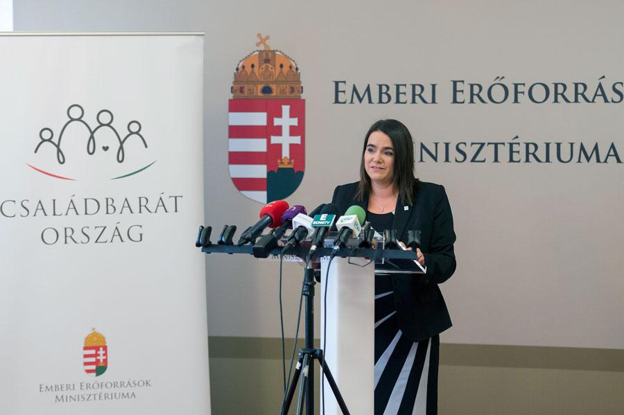 Novák Katalin: 11 milliárd forint a vidéki fiatalok letelepedésének segítésére
