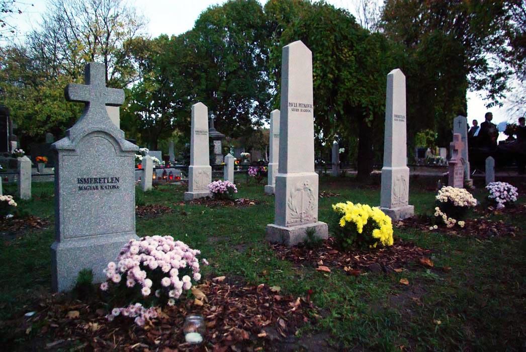 Év végéig várják a pályázatokat hadisírok, emlékművek felújítására