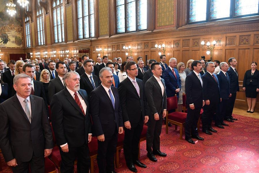 Az államfő kinevezte az új kormány államtitkárait