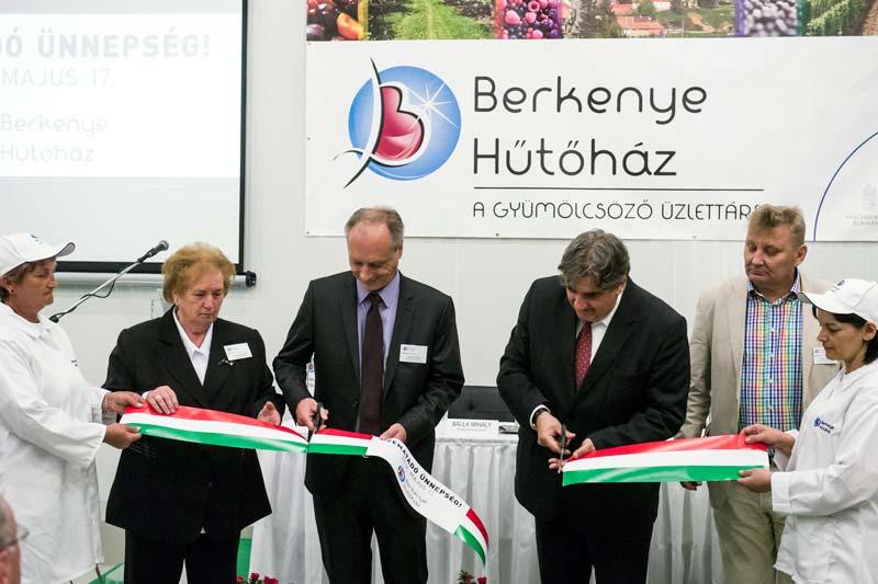 Új gyümölcsfeldolgozó üzemet adtak át Berkenyén