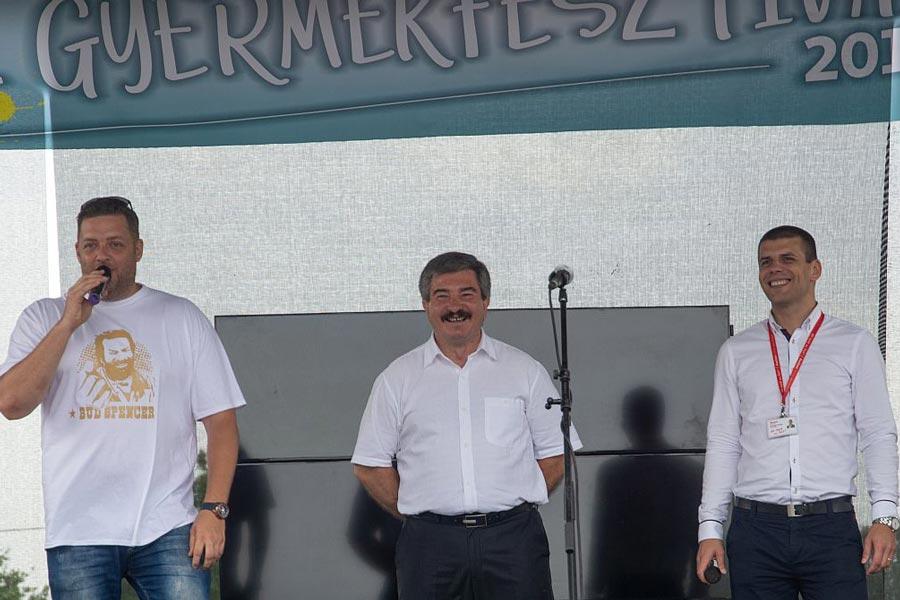 Pajna Zoltán is köszöntötte a családokat Debrecenben