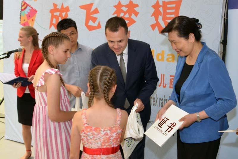 Közös rajzkiállítás kínai partnereinkkel