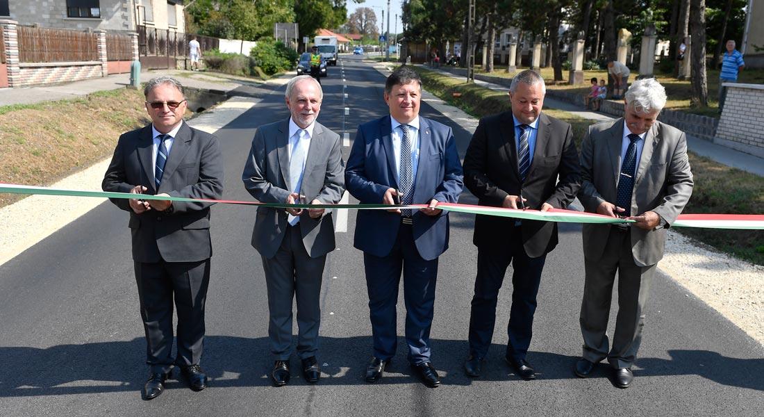Megújult a 31-es főút csaknem három kilométeres szakasza Tápiószecsőn