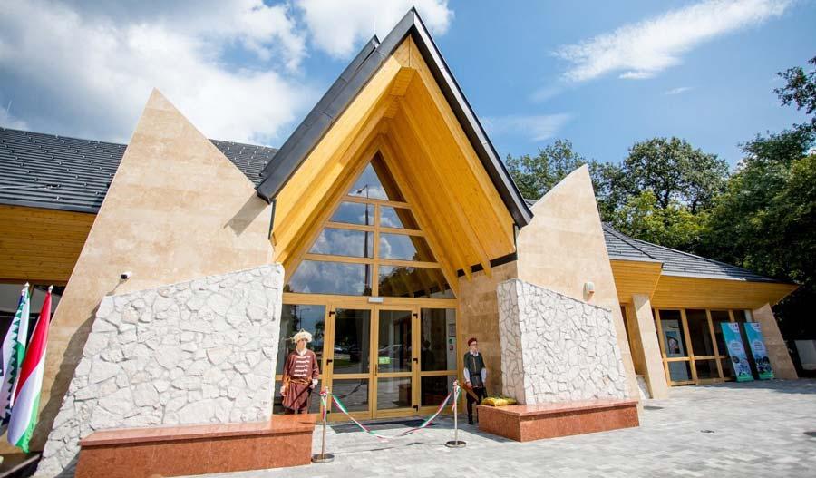 Látogatóközpont nyílt a tatabányai Turulnál