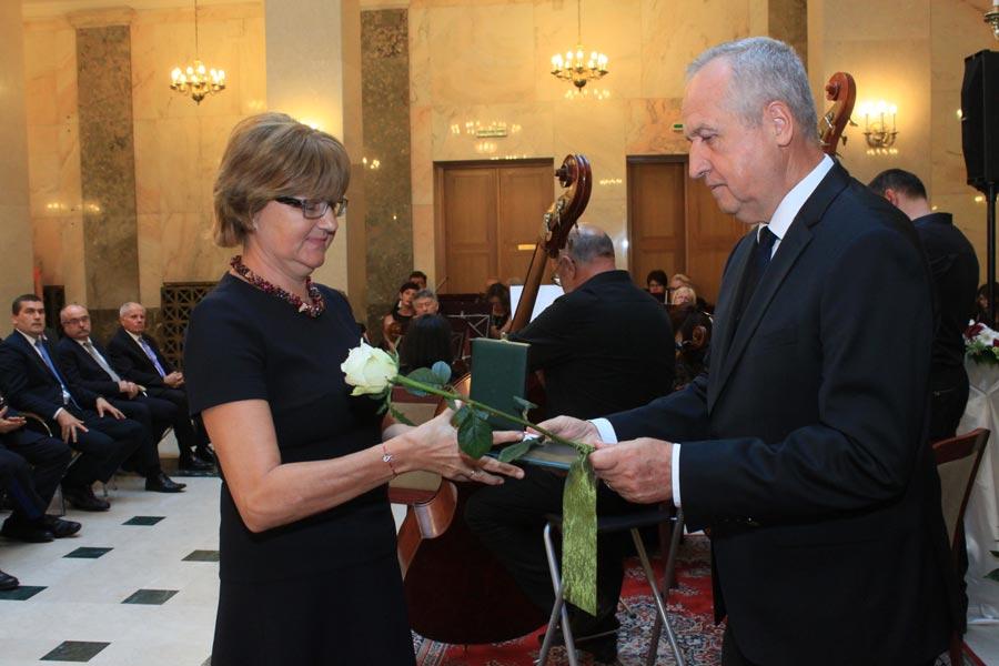 Állami elismerést kapott a Jász-Nagykun-Szolnok Megyei Önkormányzati Hivatal megyei címzetes főjegyzője