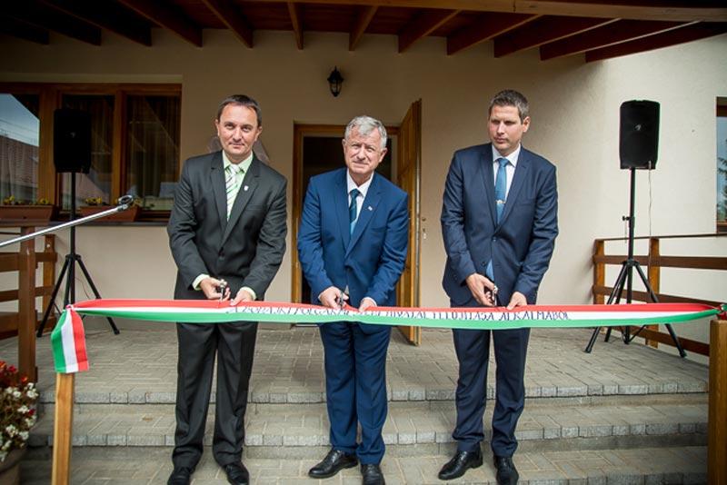 Negyvenkét millió forintból újították fel a városháza épületét Bodajkon