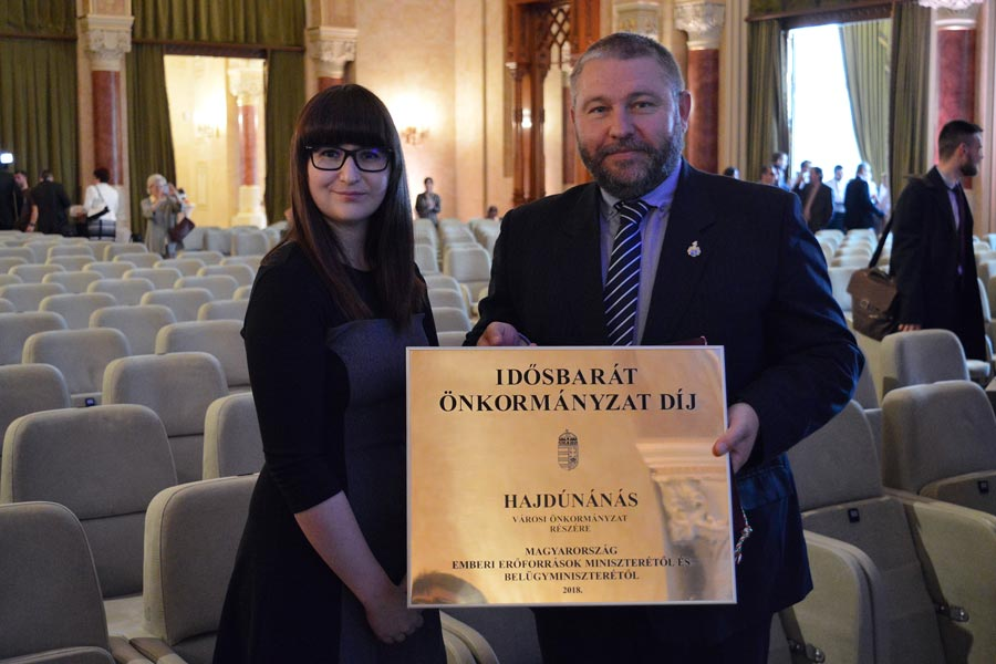 Átadták az Idősbarát önkormányzat és az Idősekért díjakat