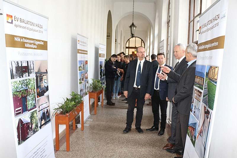 Kiállítás nyílt az Év Balatoni Háza 2018 építészeti díjpályázat díjazott pályaműveiből