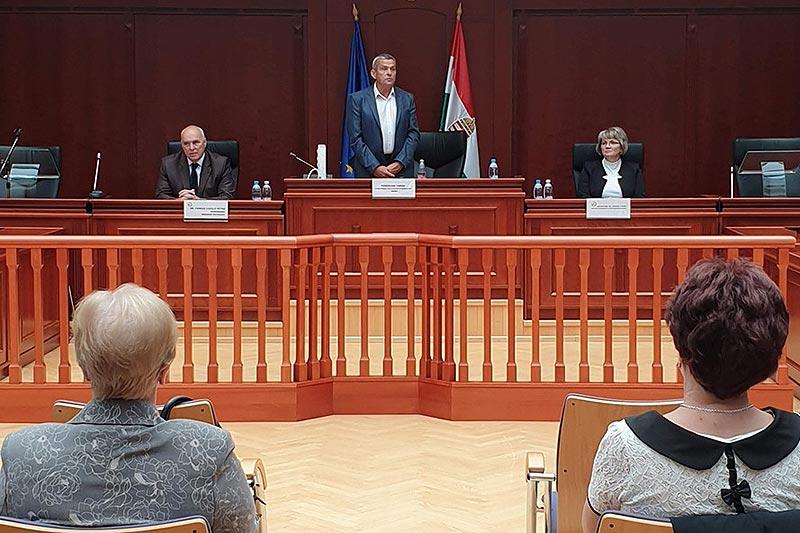 Tizenhét bírósági ülnök tett esküt Tolnában