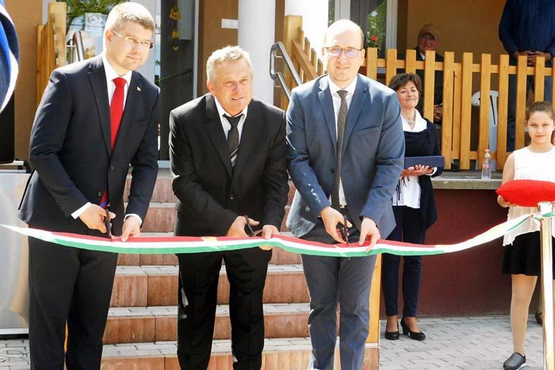 Óvoda és az idősek klubjának épülete újult meg Merseváton