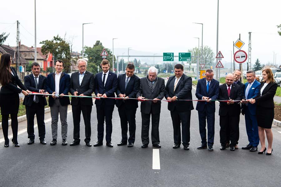 Átadták a 21-es főút két új szakaszát Nógrád megyében
