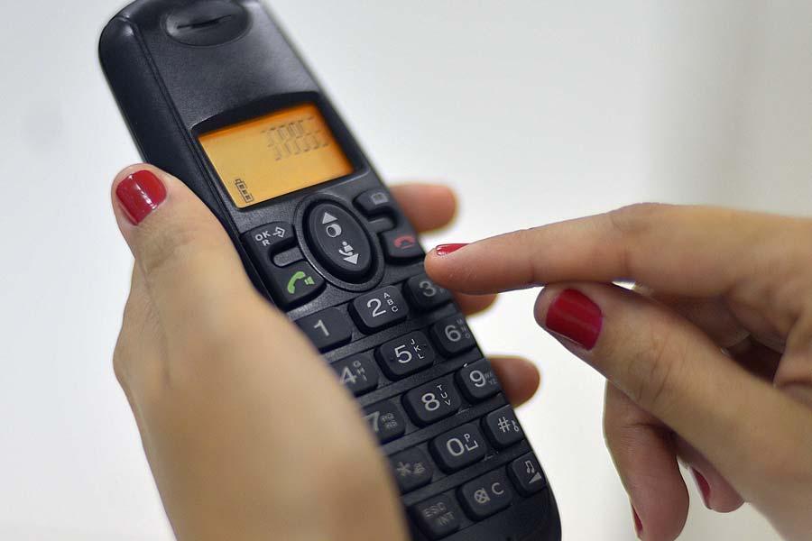 Önkéntesekkel, telefonos szolgálattal segítenek az önkormányzatok