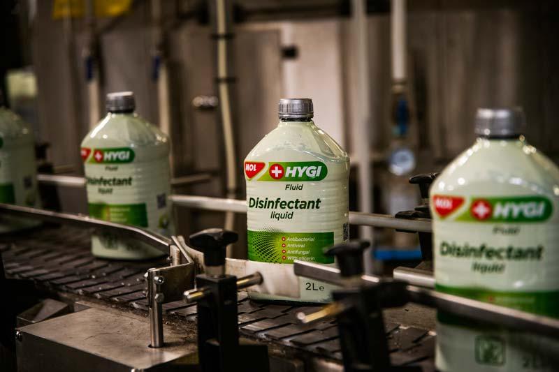 A Mol 15 ezer liter fertőtlenítőszert adományozott segélyszervezeteknek, önkormányzatoknak